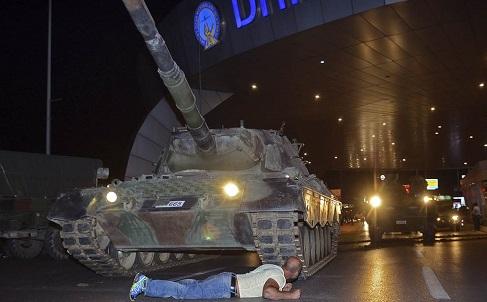 Daily Sabah: Армения поддержала бы военный переворот в Турции, а Россия-нет