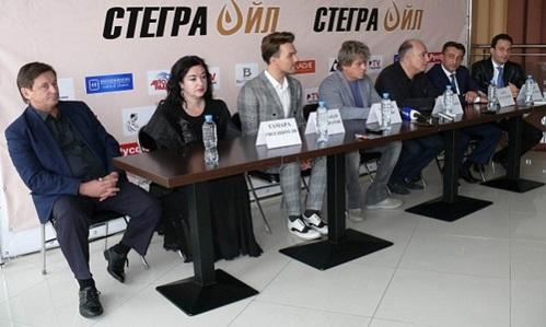 Звезды российской эстрады выступили на концерте памяти Арно Бабаджаняна