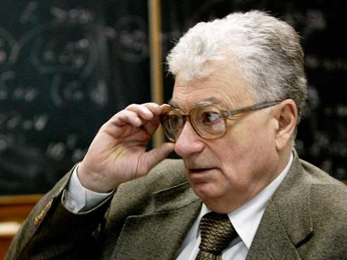 Человек-Элемент: Юрий Оганесян по-армянски говорит о главном в жизни