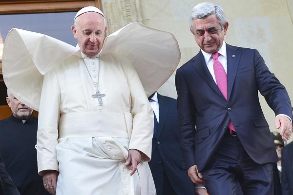 Папа Римский Франциск и президент Армении Серж Саргсян в президентской резиденции