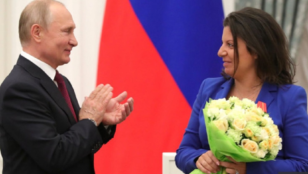 Путин «не позволил» беременной Симоньян выпить шампанского
