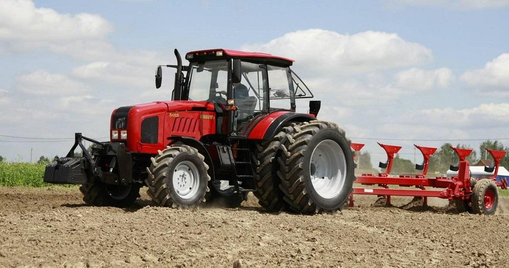 belorussia-postavit-v-armeniu-krupnuu-partiu-traktorov